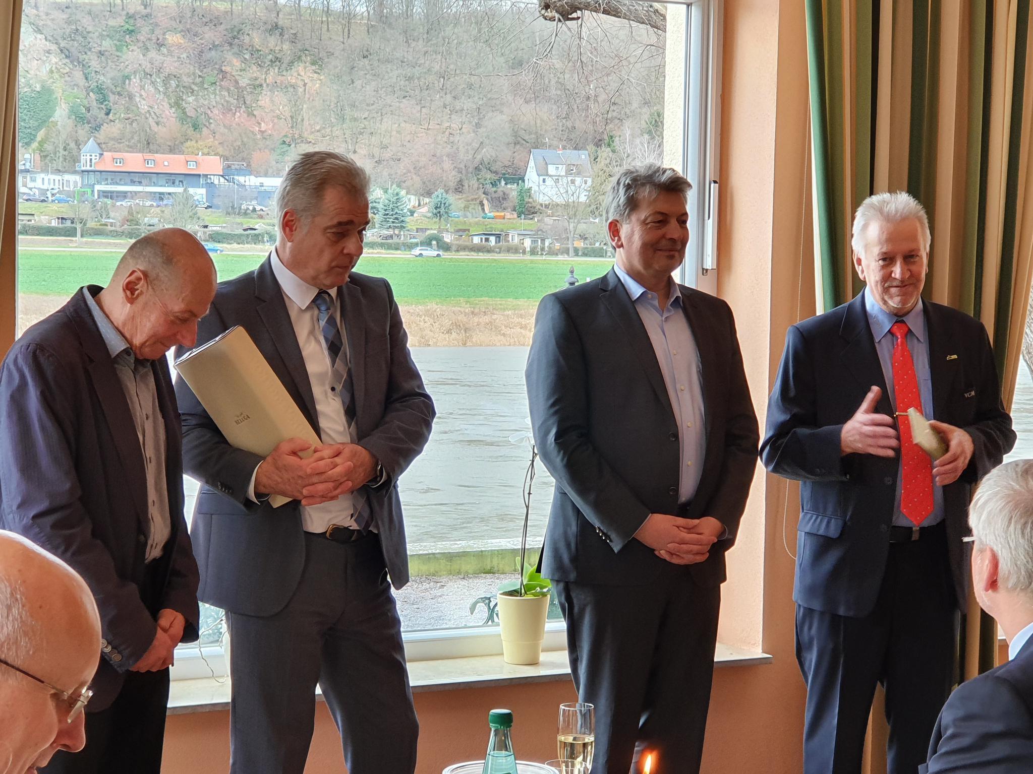 v.links: zwei VGM-Chefs; LR A. Steinbach; D. Damaschke