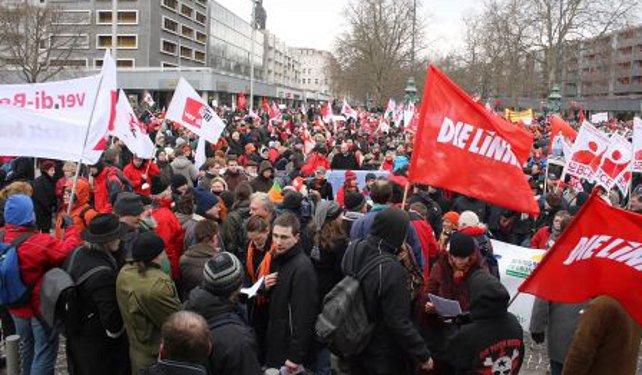 Eröffnung von Demo Geh Denken 2009 vor dem Goldenen reiter in Dresden
